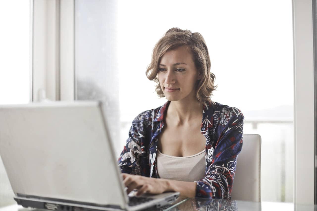 Jak ubrać się do pracy elegancko i wygodnie?