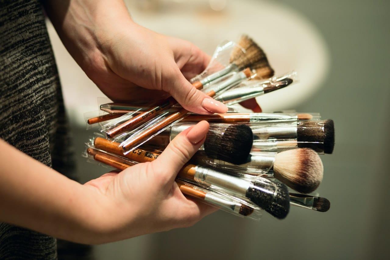 Sprawdź, jak czyścić pędzle do makijażu