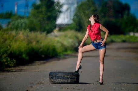 Jak chodzenie w szpilkach wpływa na organizm kobiety?